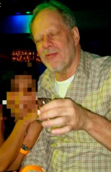 Stephen Paddock estaria acompanhado por uma mulher - Foto: Reprodução | Twitter