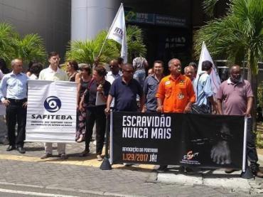 Auditores fazem ato contra normas que liberam o trabalho escravo - Foto: Divulgação