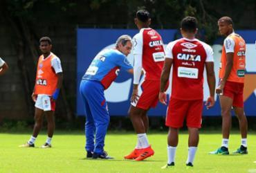 Carpegiani dá atenção a bolas paradas antes de seguir para São Paulo