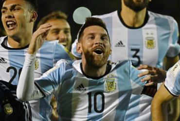 Resultado de imagem para Messi marca três, Argentina impede vexame e garante vaga na Copa