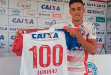 Juninho completa 100 jogos pelo Bahia e ganha camisa comemorativa