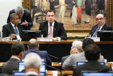 CCJ encerra sessão; votação de parecer pró-Temer será nesta quarta-feira