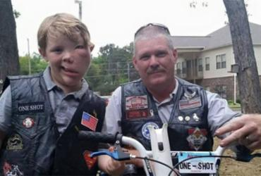 Menino sofre bullying e é escoltado por motoqueiros até a escola