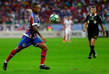 Eduardo tenta seu primeiro gol pelo Tricolor antes do adeus ao clube