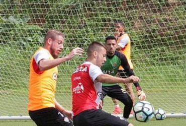 Vitória enfrenta Atlético-GO em duelo das defesas mais sofridas