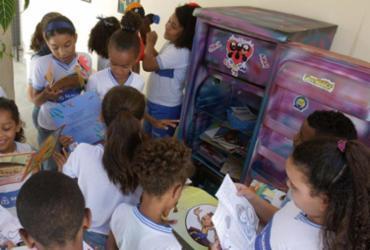 Escola de Salvador cria Geladeira Literária para estimular a leitura