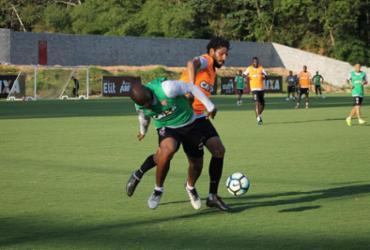 Elenco do Vitória faz treino intenso na Toca; Mancini não esboça time