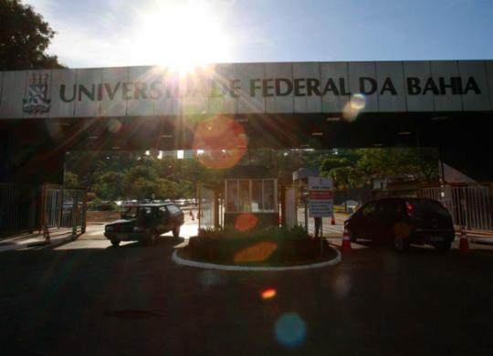 Universidade Federal da Bahia apura denúncias de atos de racismo e assédio | Adilton Venegeroles | Ag. A TARDE | 09.02.2017