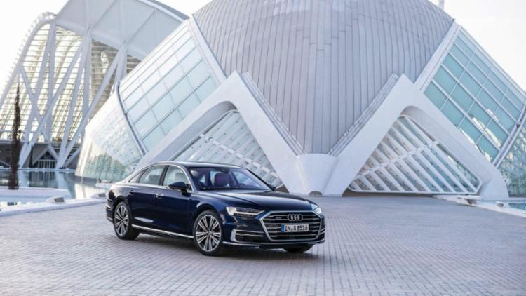 O sedan de luxo também estaciona sozinho ao toque de botão - Foto: Audi | Divulgação