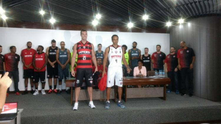 Novo uniforme da equipe rubro-negra foi apresentado por Murilo Becker e Edu Mariano - Foto: Aurélio Lima   Ag. A Tarde