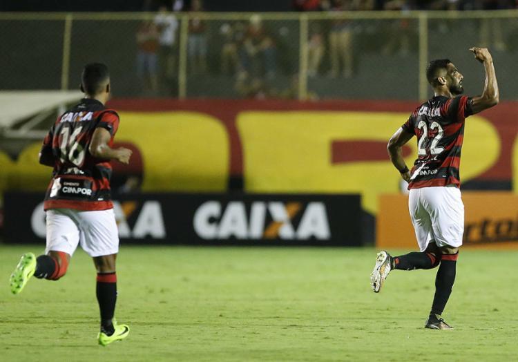 Santiago Tréllez marcou para o Rubro-Negro baiano, mas não evitou o revés - Foto: Adilton Venegeroles l Ag. A TARDE