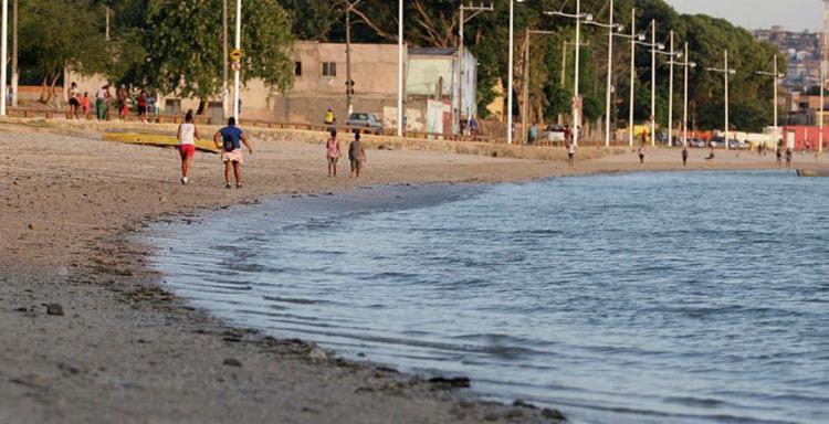 Vítimas foram baleadas durante briga generalizada na praia de Tubarão - Foto: Joá Souza | Ag. A TARDE | 01.12.2015