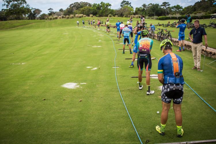 Ultramaratonistas relaxaram jogando golfe, antes dos quase 600 km de pedal - Foto: Fábio Piva   Brasil Ride