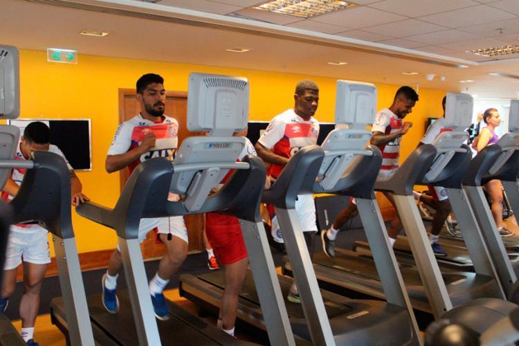 Os jogadores reservas trabalharam na academia de um hotel na capital paulista - Foto: Felipe Oliveira | EC Bahia