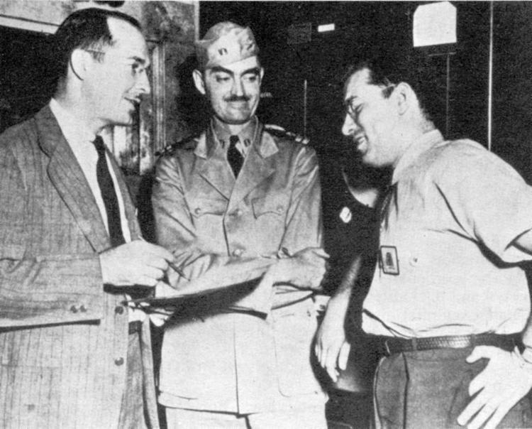 Heinlen (esq.) e os colegas L. Sprague de Camp e Isaac Asimov - Foto: US Navy l Wikicommons