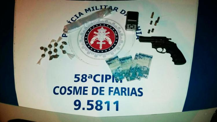 Uma arma e drogas foram apreendidas no local - Foto: Divulgação | SSP-BA