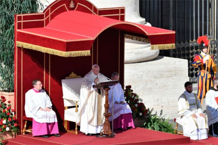 A cerimônia aconteceu na manhã deste domingo, 15, no Vaticano - Foto: Tiziana Fabi | AFP
