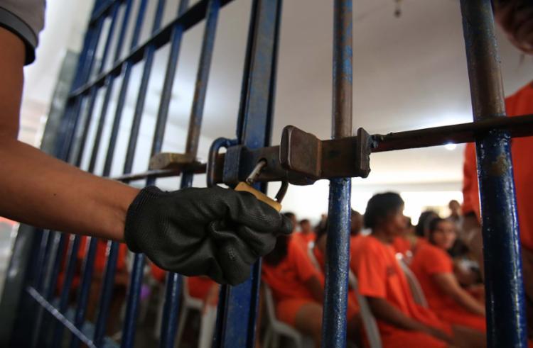 De acordo com a Seap, o sistema carcerário baiano possui 12.093 vagas disponíveis, mas abriga 14.889 condenados - Foto: Joá Souza | Ag. A TARDE | 25.07.2016