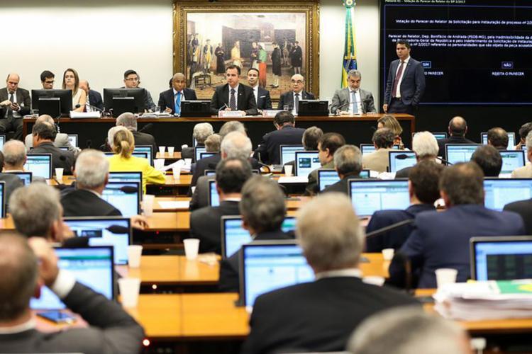 Parecer favorável ao presidente foi aprovado por 39 dos 66 votos - Foto: Marcelo Camargo l Agência Brasil