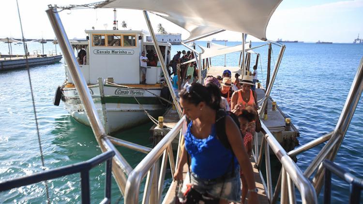 Passageiros que precisam fazer a travessia pela lancha não têm tido problemas - Foto: Joá Souza l Ag. A TARDE