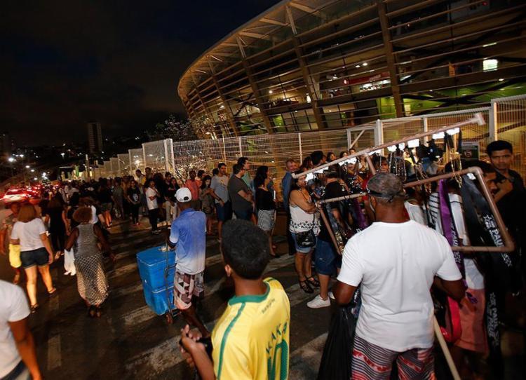 Fãs do ex-beatle fazem fila para acompanhar o show na Fonte Nova - Foto: Margarida Neide l Ag. A TARDE