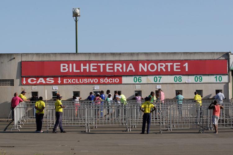 Torcida do Bahia deve garantir um bom público no domingo - Foto: Adilton Venegeroles | Ag. A TARDE