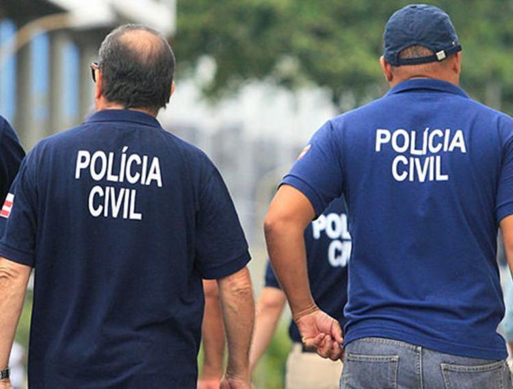 Policiais civis fazem buscas e apreensões em bairros da capital baiana - Foto: Luciano da Matta   Ag. A TARDE   11.12.2016