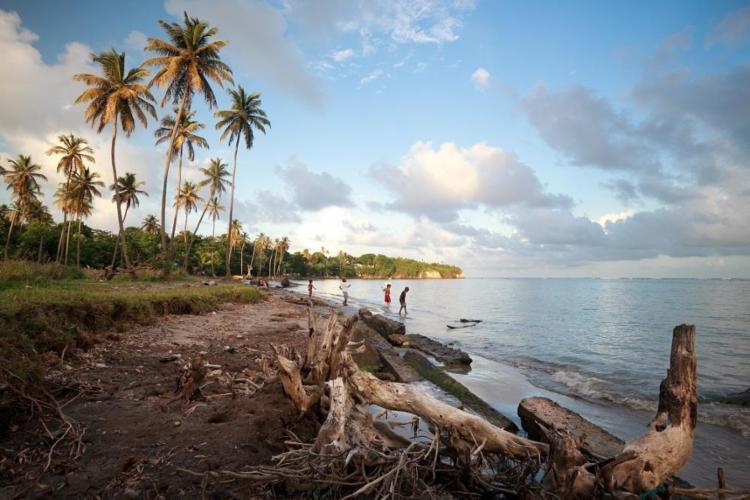 Erosão marítima em Mucuri, fenômeno que será mais comum nos próximos anos - Foto: André Seixas / Instituto de Geociências da Ufba / Divulgação