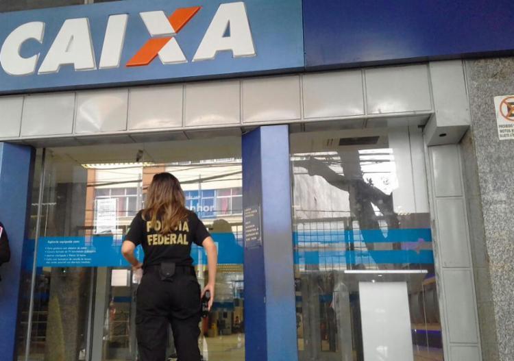 Agência passa por perícia e o atendimento voltará a partir das 12h - Foto: Joá Souza   Ag. A TARDE   02.10.2017