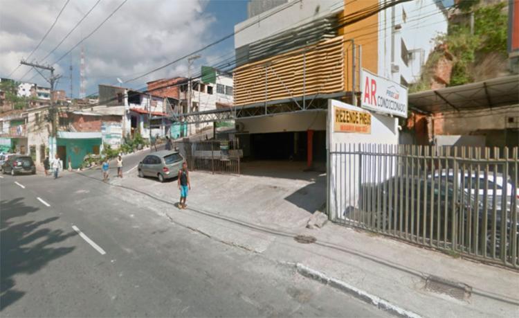 O acidente aconteceu ao lado de uma loja de ar condicionado - Foto: Reprodução | Google Maps