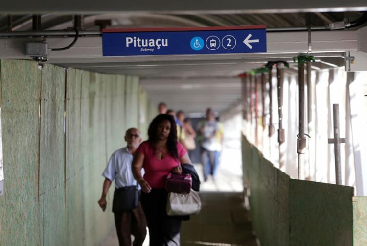 Previsão é que obras da nova passarela sejam concluídas até dezembro - Foto: Raul Spinassé | Ag. A TARDE