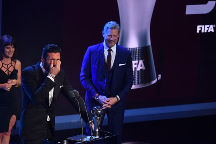 Lendário goleiro italiano se emocionou ao receber a premiação - Foto: Ben Stansall | AFP