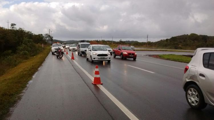 Por conta do acidente, o trânsito ficou congestionado, mas já flui normalmente - Foto: Concessionária Bahia Norte   Divulgação