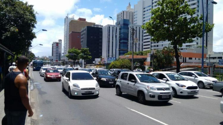 Protesto de motoristas do aplicativo Uber afeta trânsito em vias de Salvador - Foto: Nicolas Melo | Ag. A TARDE