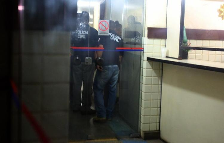 Policiais da Polinter conduziram os condenados pelo estupro direto para suas celas - Foto: Joá Souza l Ag. A TARDE