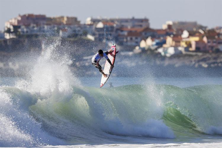 Medina vence a bateria com 7,67 na sua melhor onda - Foto: Laurent Masurel l WSL