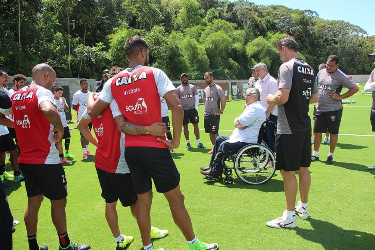 Agenor Gordilho se reuniu com atletas e tentou melhorar o astral do elenco - Foto: Maurícia da Matta l EC Vitória