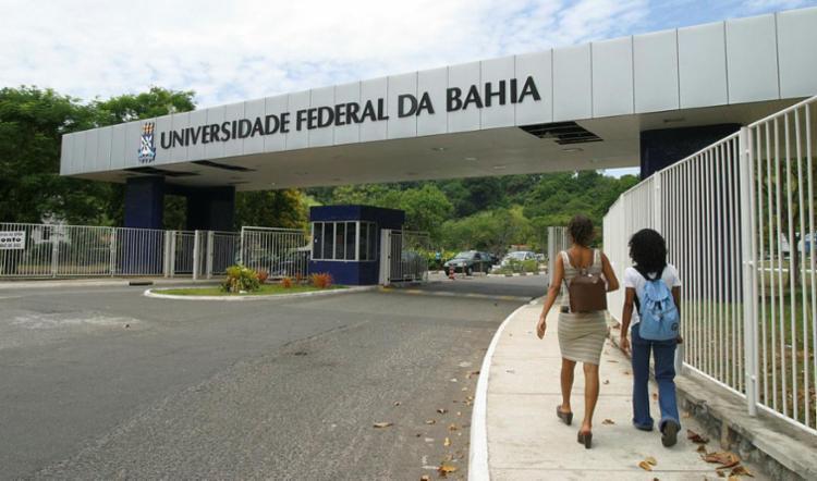 Polícia Federal investiga suposto esquema de fraude em concurso da Ufba - Foto: Fernando Vivas | Ag. A Tarde | 09.12.2002