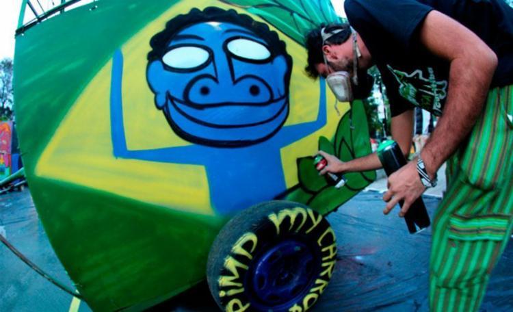 Durante evento, grafiteiros locais pintam carroças utilizadas pelos catadores - Foto: Divulgação