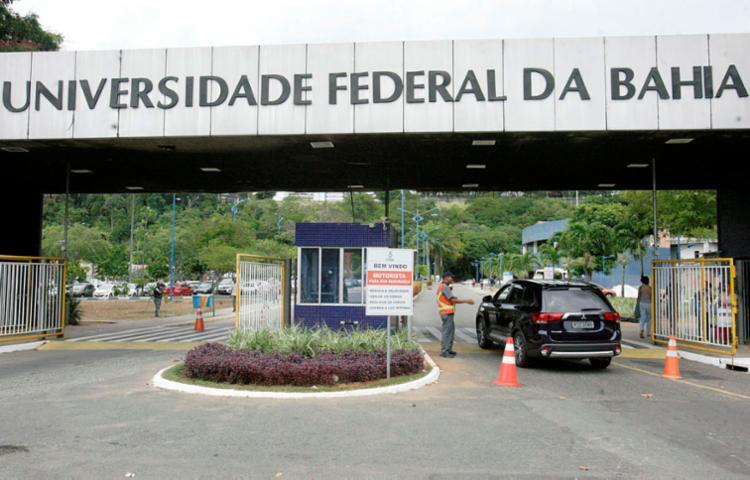 Polícia Federal investiga esquema de fraude em concurso da Ufba - Foto: Adilton Venegeroles | Ag. A TARDE | 09.02.2017