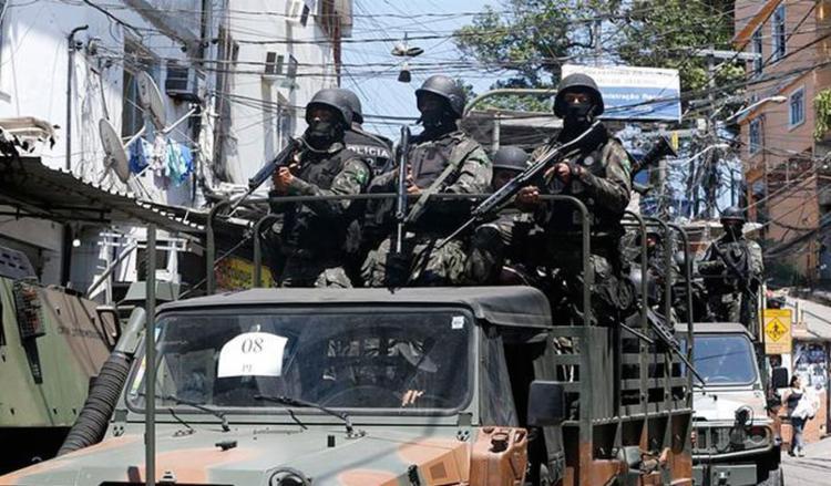 A posse e o porte ilegal de arma de fogo de uso restrito das Forças Armadas passam a figurar como crimes hediondos - Foto: Tânia Rêgo l Agência Brasil