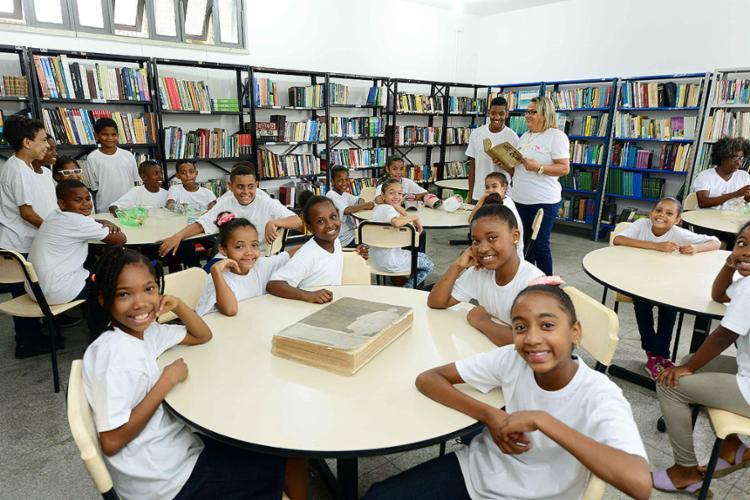 Estudantes da rede pública ganharam um espaço de leitura reformado, com acesso à internet e 19 mil livros - Foto: Valter Pontes l Divulgação
