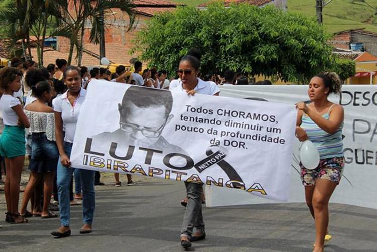 Tristeza tomou conta dos moradores de Ibirapitanga, que se reuniu em protesto pacífico - Foto: Reprodução l Ibira Online
