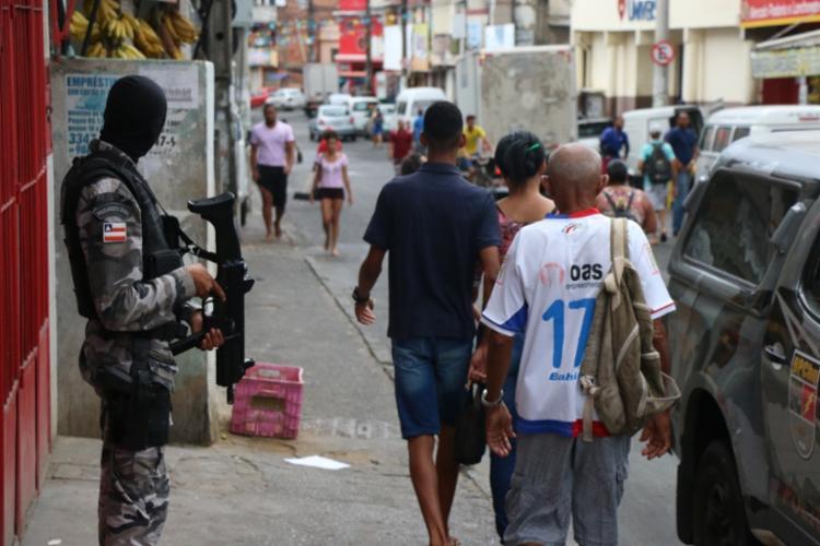 Policiamento foi reforçado nos bairros desde quarta, 25, quando os ônibus foram incendiados https://goo.gl/NrLoMx - Foto: Alberto Maraux | Divulgação | SSP-BA