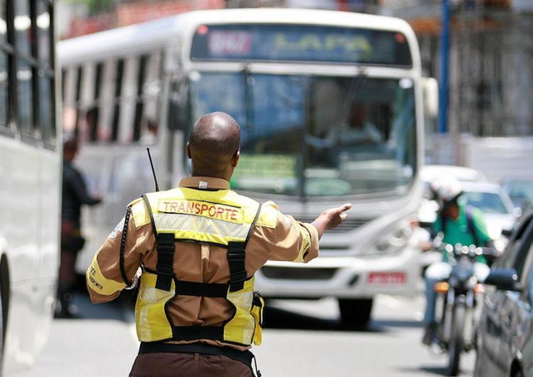 Agentes de trânsito acreditam que o armamento da categoria irá aumentar a segurança no exercício da função - Foto: Joá Souza l Ag. A TARDE