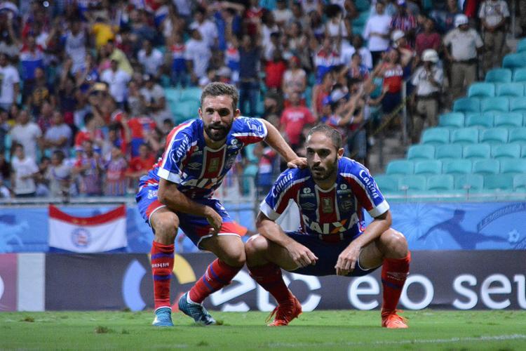 Ultimamente, Allione e Régis têm sido importantes entrando no 2º tempo; desta forma, fizeram jogada de gol contra o Corinthians - Foto: Marcelo Malaquias l EC Bahia