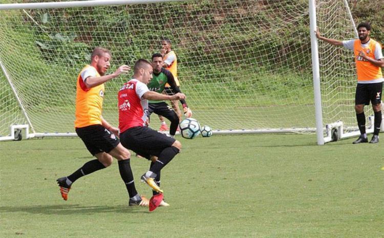 Com oito gols sofridos nas últimas quatro partidas, defesa do Vitória precisa melhorar desempenho - Foto: Maurícia da Matta | Divulgação | ECVitória