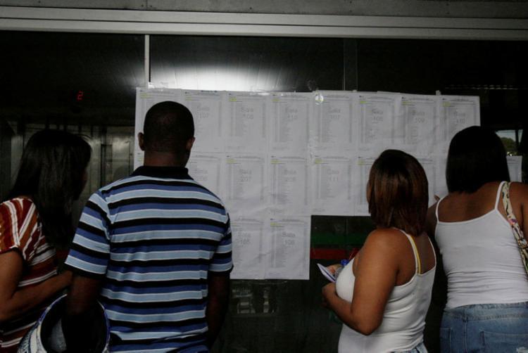 Coordenadora de concurso disse que não foram registradas irregularidades nos locais de prova - Foto: Alessandra Lori | Ag. A TARDE | 29.10.2017