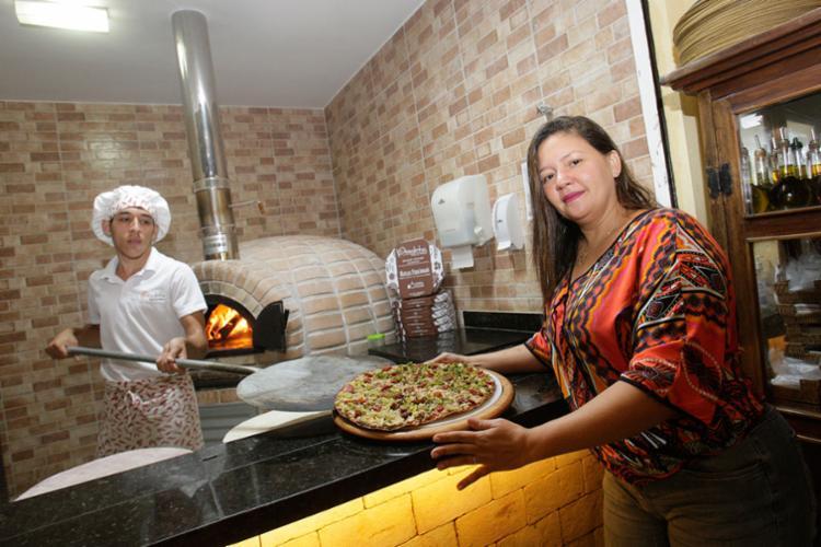 Ana Paula Mônaco aposta na pizza vegana, com foco em novo mercado de consumidores mais naturais e seletivos - Foto: Mila Cordeiro   Ag. A TARDE