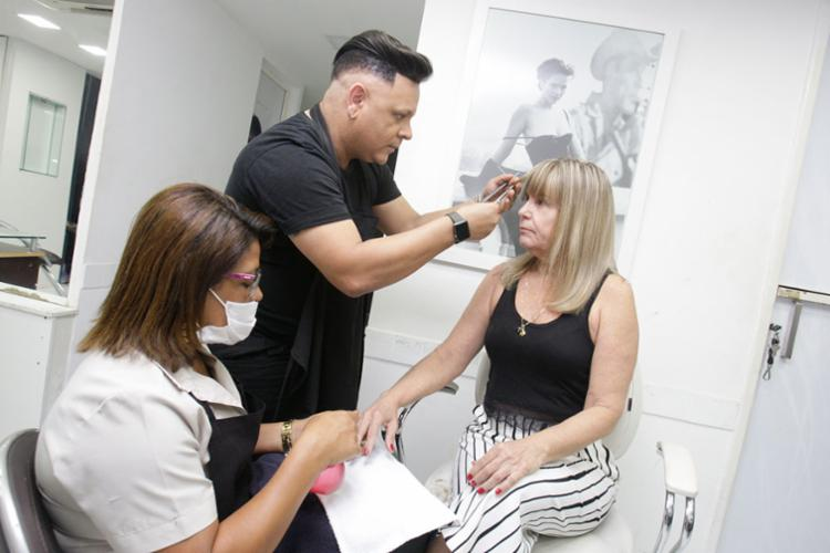 Álvaro Castro avalia qualidade do serviço de profissionais do site Fast Salon - Foto: Mila Cordeiro | Ag. A TARDE